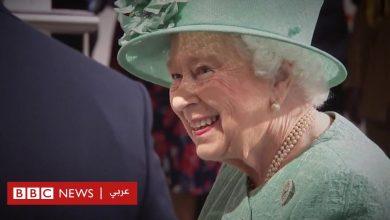Photo of الملكة إليزابيث تتعلم طريقة عمل نظام الخدمة الذاتية بمتجر سيزبري