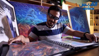Photo of شاب كويتي يقهر إعاقته البصرية ويرسم تحفاً فنية رائعة