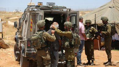 Photo of الاحتلال الإسرائيلي يعتقل فلسطينيًا بالضفة الغربية