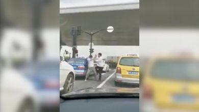 Photo of بالفيديو عراك رجلين ينتهي بلقطة | جريدة الأنباء