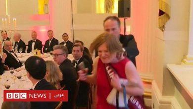 Photo of بالفيديو: وزير بريطاني يدفع ناشطة بيئية بعنف