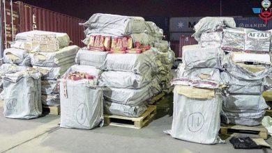 Photo of «الجمارك»: ضبط نحو 700 ألف حبة «تنباك» وسجائر مهربة وبضائع مقلدة
