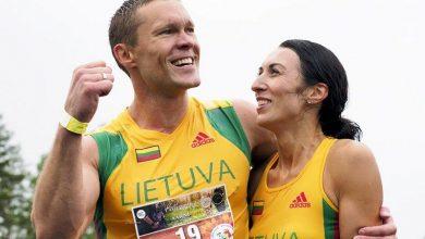Photo of زوجان من ليتوانيا يفوزان ببطولة العالم لحمل الزوجات للمرة الثا..