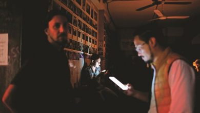 Photo of بالفيديو.. كاراكاس تغرق في الظلام ..والفساد في مرمى الاتهام