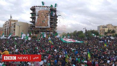 Photo of مظاهرات الجزائر: كيف انتقلت ظاهرة التيفو من ملاعب كرة القدم إلى الحراك الشعبي؟