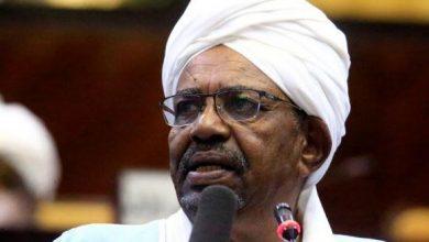 Photo of الرئيس السوداني السابق البشير يصل لمقر محاكمته بتهم الفساد