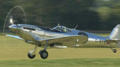 """Photo of انطلق طياران بريطانيان في أول محاولة على الإطلاق للقيام برحلة حول العالم بطائرة """"سبيتفاير"""" التي شاركت في الحرب العالمية الثانية معتبرين أنها رمز للحرية"""