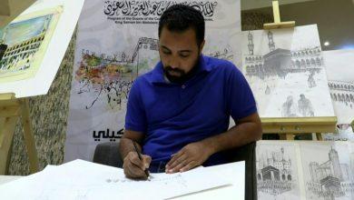 Photo of رسام مصري يوزع لوحات مجانية على | جريدة الأنباء