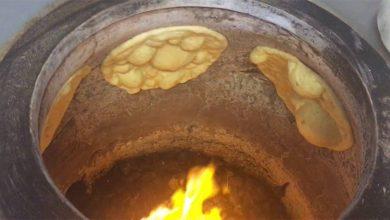 Photo of بالفيديو.. لهذه الأسباب يتمسك العراقيون بخبز التنور الطيني
