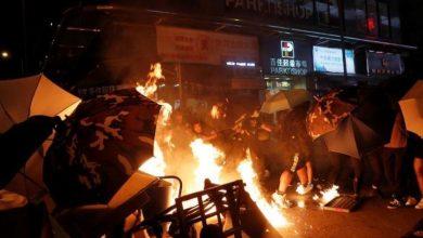 Photo of المحتجون في هونج كونج ينقلون رسالتهم إلى القنصلية الأمريكية