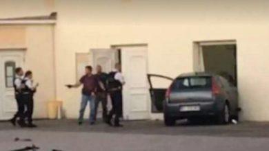 Photo of شخص بحوزته سلاح أبيض يقتحم بسيارته المسجد الكبير في كولمار الف..
