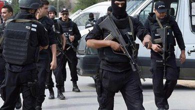 Photo of تونس: القبض على شخص قتل رجل أمن وأصاب آخر بمحيط محكمة في بنزرت