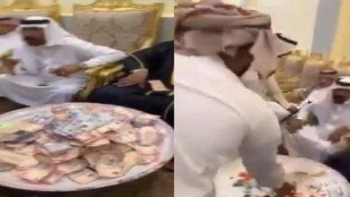 Photo of بالفيديو عريس في السعودية يجمع   جريدة الأنباء