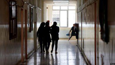 Photo of الحكومة الأردنية تلزم المعلمين والطلبة بالعودة للدوام الدراسي اليوم