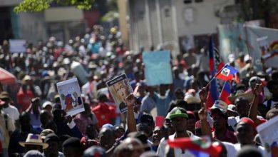 Photo of محتجون يشتبكون مع الشرطة في هايتي في حملة جديدة لإسقاط الرئيس