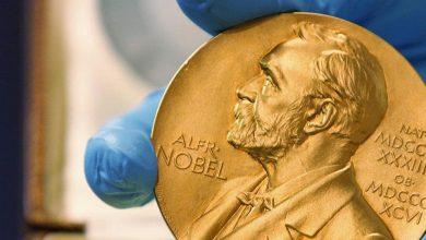 Photo of منح جائزة نوبل في الفيزياء لثلاثة علماء لمساهمتهم في فهم تطور الكون
