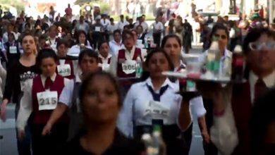 Photo of بالفيديو 300 نادل يتنافسون في | جريدة الأنباء