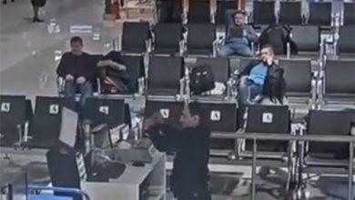 """Photo of تأخر مسافر عن طائرته في مطار موسكو """"شيريميتيفو"""" فقام بتدمير مكتب مراقبة الصعود على متن الطائرة بغضب"""