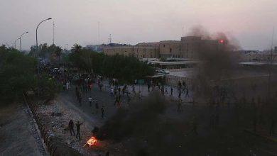 Photo of محتجون يغلقون الطرق إلى ميناء «أم قصر» بالبصرة ويمنعون حركة الشاحنات