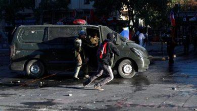 Photo of استمرار التظاهرات في تشيلي والشرطة تشن حملة اعتقالات