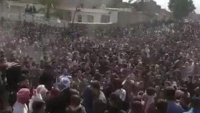 Photo of تظاهرات حاشدة بالأهواز بعد وفاة غامضة لشاعر ودفنه بسرية