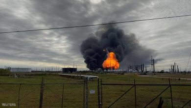 Photo of حريق وانفجار في تكساس الأمريكية يجبر سكان مدن على إجلاء منازلهم