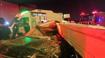 Photo of إصابة شخص بإصابات بليغة نتيجة حادث تصادم وقع بين مركبتين على ط..