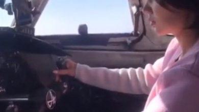 Photo of فتاة صغيرة تقود طائرة ركاب في أحد الرحلات الجوية