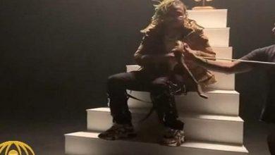 Photo of بالفيديو أفعى تباغت مغني راب شهير | جريدة الأنباء
