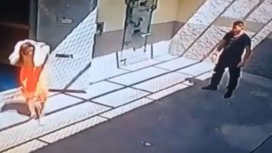 Photo of بالفيديو شاهد كيف خطف سجناء حارسهم | جريدة الأنباء