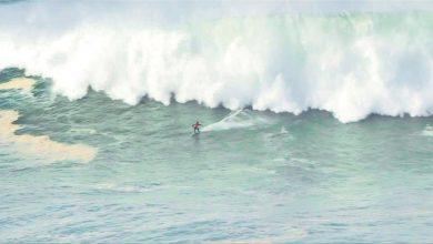 Photo of راكبو الأمواج في مدينة برتغالية