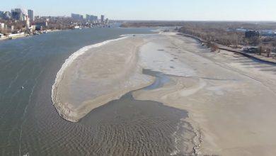 Photo of شاهد نهر في وسط روسيا يتحول إلى جليد