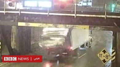 """Photo of جسر """"فتاحة العلب"""" ينزع سقف الشاحنات أكثر من 100 شاحنة"""