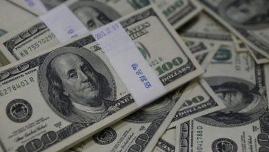 Photo of الدولار ينخفض لأدنى مستوى في أسبوعين متأثرًا ببيانات أمريكية ض..