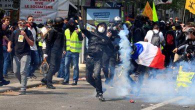 Photo of الشرطة الفرنسية تطلق الغاز المسيل للدموع على محتجين