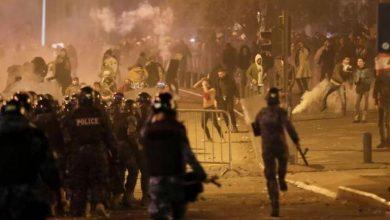 Photo of مصابين في مواجهات بين محتجين والجيش في بيروت