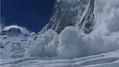 Photo of انهيار جليدي يقتل أم وطفلتها في جبال الألب