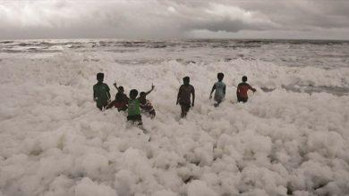Photo of رغوة بيضاء على الشاطئ تشكل مصدرا جديدا للتلوث