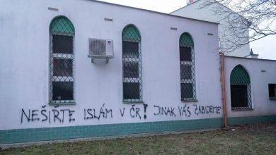 Photo of مجهولون يخطّون عبارات تهديد بالقتل على مسجد في التشيك