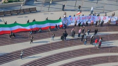 Photo of فنانون تشكيليون يحملون أطول علم للكويت وأطول لوحة باسم «قائد الإنسانية»