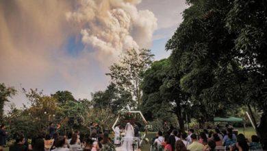 Photo of صور حفل زفاف تحت سحابة من الدخان | جريدة الأنباء