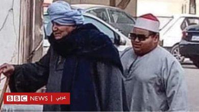 Photo of مسن مصري يهدي حفيده الكفيف نور عينيه