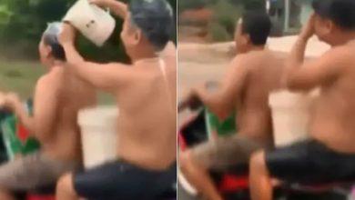 Photo of بالفيديو رجلان يستحمان أثناء قيادة | جريدة الأنباء