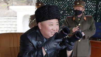 Photo of الزعيم الكوري الشمالي يتابع تدريباً للمدفعية طويلة المدى