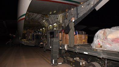 Photo of وصول طائرة كويتية عسكرية جلبت مستلزمات طبية من بنغلاديش
