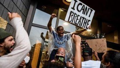 Photo of أمريكا: سلب ونهب لليوم الثاني على التوالي في احتجاجات على مقتل رجل أسود على يد الشرطة