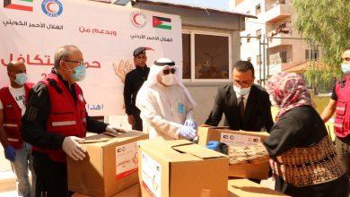 Photo of الهلال الأحمر يوزع ألف طرد غذائي على اللاجئين السوريين بالأردن