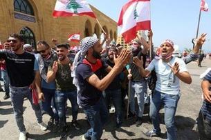 Photo of اللبنانيون يستأنفون الاحتجاجات مع تخفيف قيود كورونا