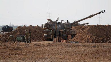 Photo of المدفعية الإسرائيلية تقصف مواقع في قطاع غزة