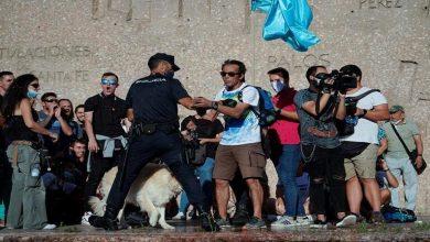 Photo of المئات يتظاهرون في مدريد رفضاً للكمامات